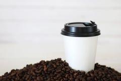 Coffe纸杯豆 免版税库存图片