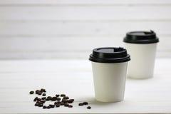 Coffe纸杯豆 免版税库存照片