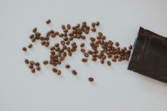 coffe被打开的臭虫在桌上的 库存图片