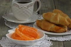 Coffe με τα croissants Στοκ φωτογραφία με δικαίωμα ελεύθερης χρήσης