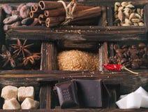 Coffe, σοκολάτα, ζάχαρη και καρυκεύματα Στοκ Εικόνες