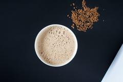 Coffe auf schwarzem Hintergrund Stockfotos