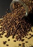 Coffe Bohnen und ein Glas Stockfoto