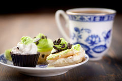 Coffe cakes. A cup of coffee and a delicious dessert Royalty Free Stock Photos