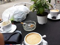 Coffe cigarets寒冷的巴塞罗那假期 免版税图库摄影