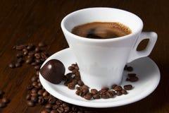 Coffe coloca doces de chocolate Imagens de Stock Royalty Free