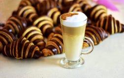 coffe croissants φλυτζάνι τρία Στοκ εικόνες με δικαίωμα ελεύθερης χρήσης