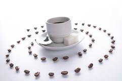 Coffe Cup und Spirale der Körner Stockfotografie