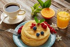 Coffe de sirop de petit déjeuner de crêpes et jus d'orange Image stock