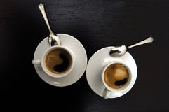 Coffe, dos tazas de café sobre opiniones Foto de archivo libre de regalías