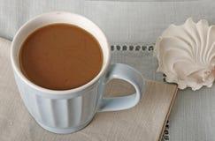 Coffe filiżanka i zephyr deser Zdjęcia Stock