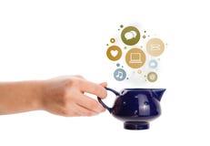 Coffe kruka med samkvämmen och massmediasymboler i färgrika bubblor Arkivbild