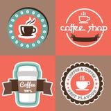Coffe mit Fahnenaufkleber-Banddesign Stockbilder