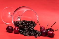 Coffe och körsbär royaltyfri fotografi