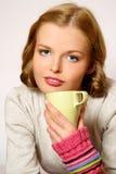 Coffe ou thé potable de fille Photos libres de droits