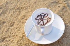 Coffe på stranden Fotografering för Bildbyråer