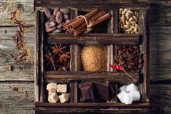 Coffe, Schokolade, Zucker und Gewürze lizenzfreies stockfoto