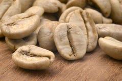 Coffe verde (goma-arábica do coffea) Imagens de Stock Royalty Free