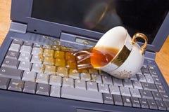 Coffe y computadora portátil Fotografía de archivo libre de regalías