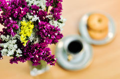 Coffe y flores Imagen de archivo libre de regalías