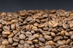 Coffee beans on black background Royalty Free Stock Photos