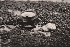 Coffee beans and a cake Royalty Free Stock Photography