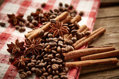 Coffee beans, cinnamon and star anise Royalty Free Stock Images