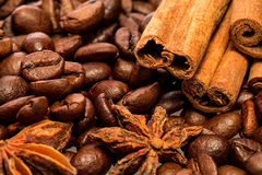 Coffee beans and cinnamon sticks. Royalty Free Stock Photography