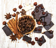Coffee beans with cinnamon sticks and chocolate Royalty Free Stock Images