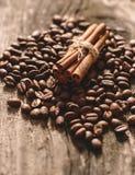 Coffee beans and cinnamon sticks Royalty Free Stock Photos