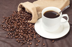 Coffee beans and coffee mugs Royalty Free Stock Photo