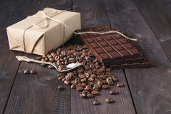 Coffee beans and dark chocolate Royalty Free Stock Images