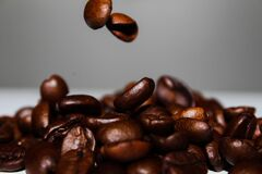 Coffee beans falling Royalty Free Stock Photos