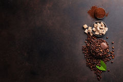 Coffee beans and ground powder Royalty Free Stock Photos