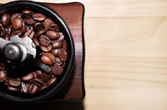 Coffee beans and Hand grinding machine Royalty Free Stock Photos