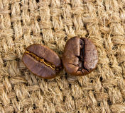 Coffee beans on linen Royalty Free Stock Photography