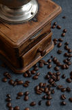 Coffee beans and old grinder Royalty Free Stock Photography