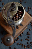 Coffee beans and old grinder Royalty Free Stock Photos