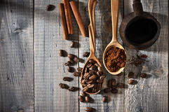 Coffee beans and pot Royalty Free Stock Photos