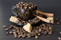 Coffee beans, Pots, cinnamon on dark background Royalty Free Stock Photography