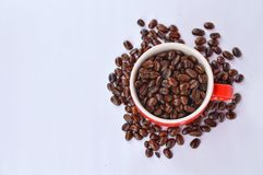 Coffee beans and red cup Royalty Free Stock Images