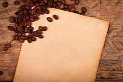 Coffee beans with rustic paper Royalty Free Stock Images