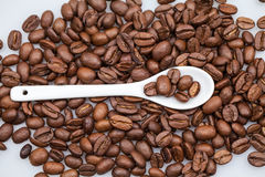 Coffee beans and small teaspoon Royalty Free Stock Photos