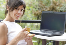 Coffee break with laptop Royalty Free Stock Photography