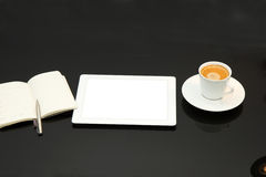 Coffee break with tablet PC Royalty Free Stock Photos