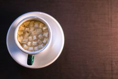 Coffee in cafe with marshmallow with blurred background. Royalty Free Stock Photos