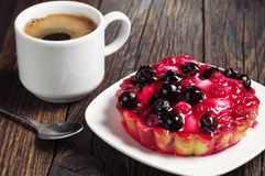 Coffee and cake with currants Royalty Free Stock Image