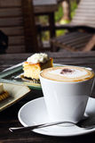 Coffee and cheesecake Royalty Free Stock Photos
