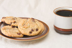 Coffee and chocolate chip cookies Royalty Free Stock Photos