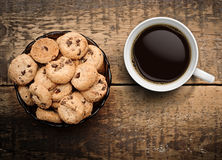 Coffee and chocolate chip cookies Royalty Free Stock Images